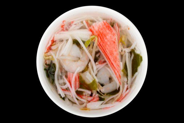 klare seafood suppe